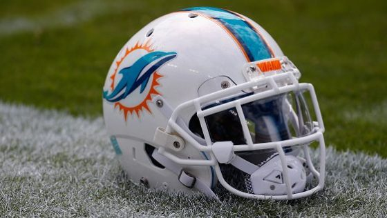 Dolphins trade back up to No. 6, Eagles move down to No. 12
